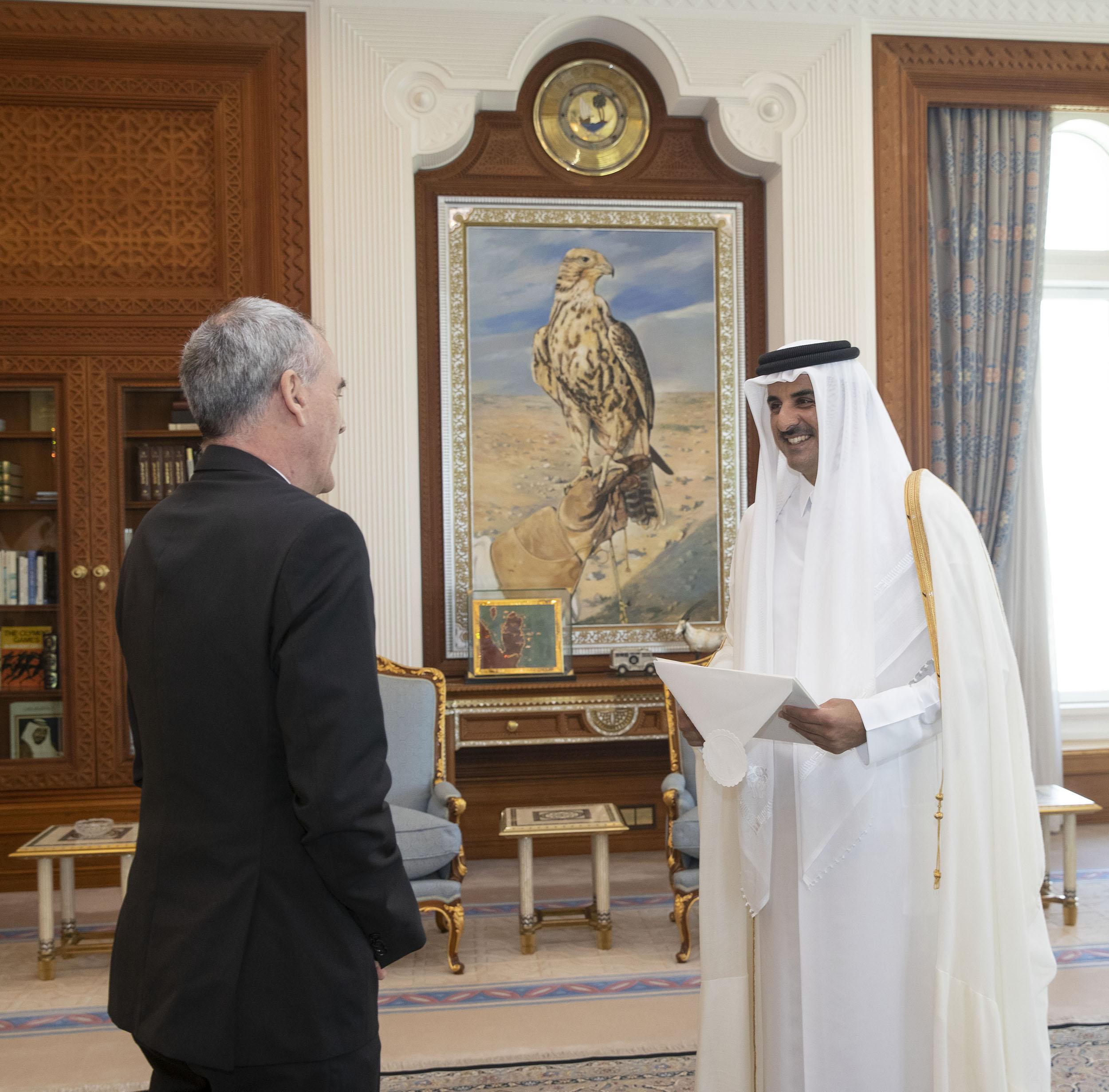 سمو الأمير يتسلم أوراق اعتماد سبعة سفراء جدد لدى الدولة